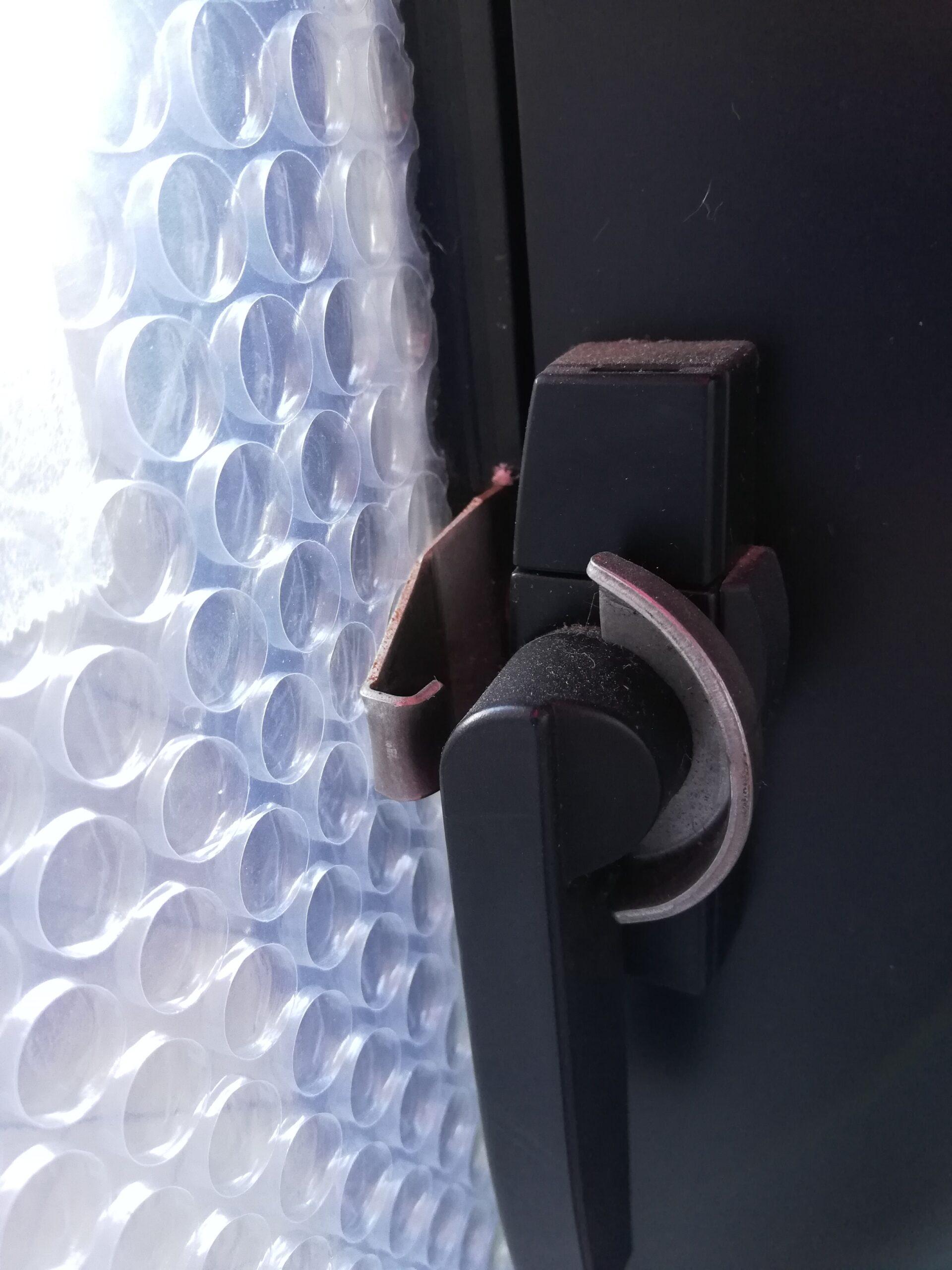 古いアルミサッシに断熱シートが効果的(冷気を遮断して暖房効果が向上)